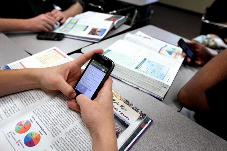 Нардепи пропонують заборонити мобільні т…