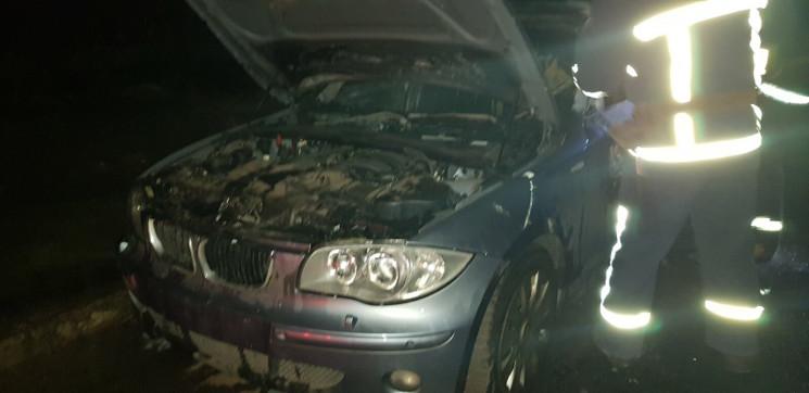 Біля висотки в Харкові згорів BMW…