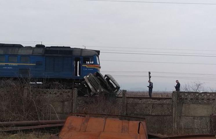 На Закарпатті потяг переїхав вантажівку…