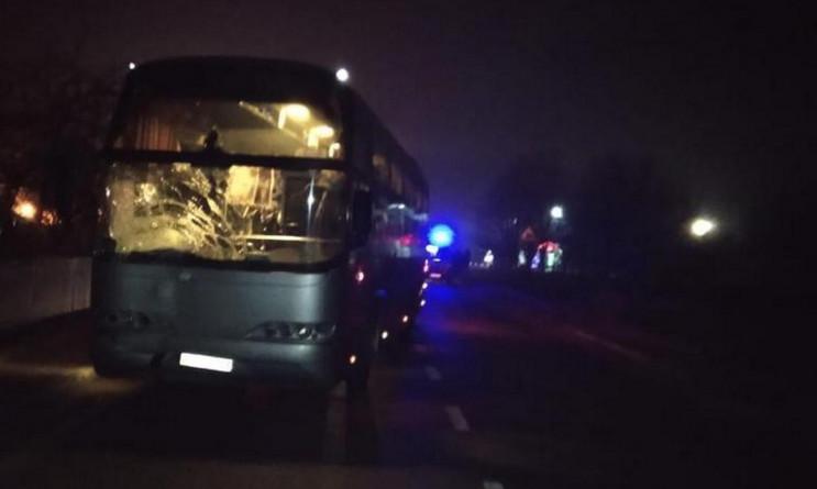 Рейсовий автобус смертельно травмував чо…