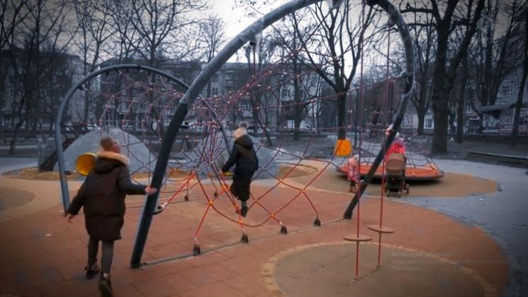 Недобудований дитячий майданчик у сквері…