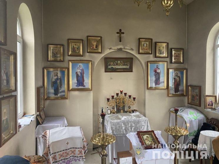 В Херсоне бомж украл из храма икону…