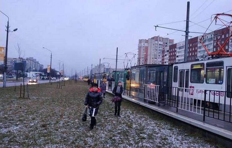 У Львові тролейбус зупинив рух трамваїв…