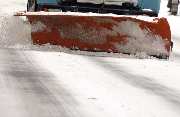 Снігопад на Тернопільщині: Дороги чистит…