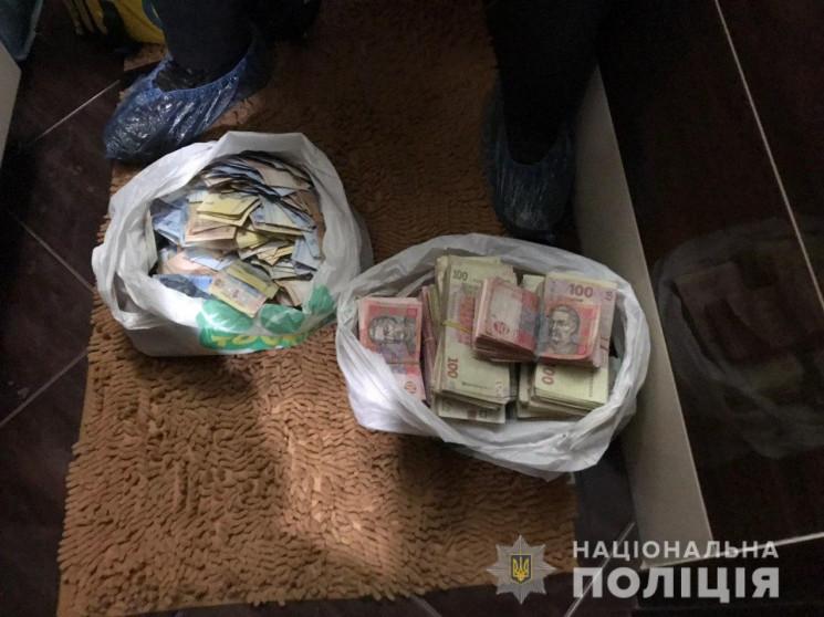 В Одесі обстріляли автівку інкасаторів т…