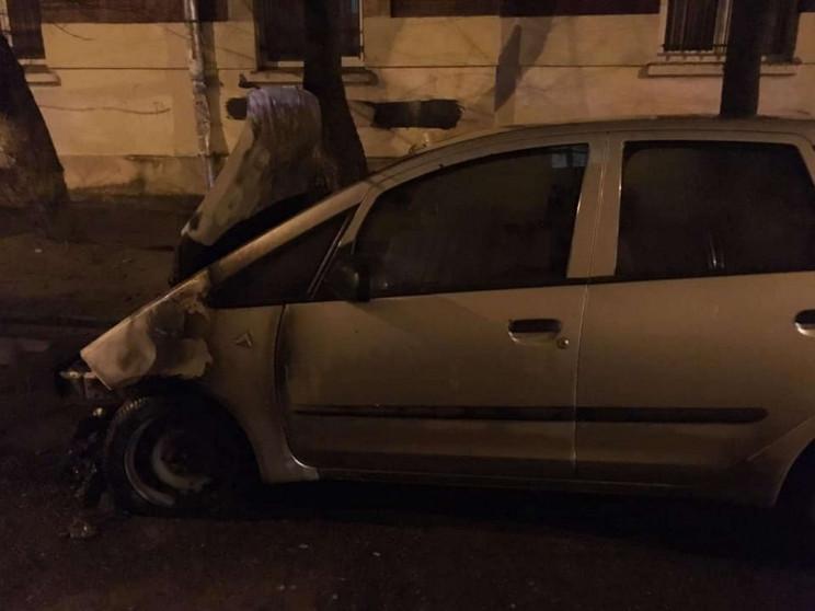 З'явилися фото спаленого автомобіля журн…