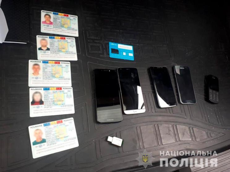 """П'ятеро буковинців відкрили """"паспортний…"""