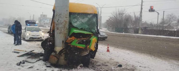 В Сумах из-за непогоды в аварии пострада…