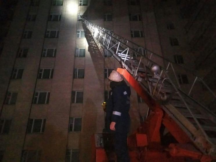 Закрытые пожарные лестницы, недосягаемый…