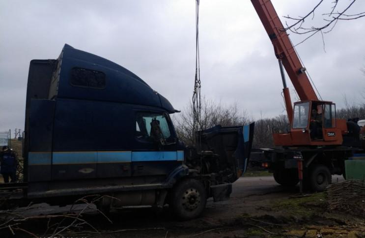 На Херсонщине спасатели вытащили грузови…
