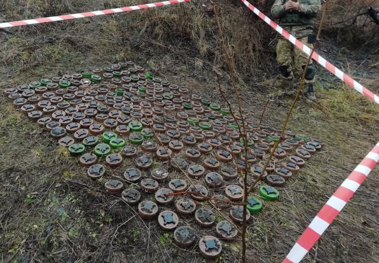 Черная вдова: На Луганщине рядом с автод…