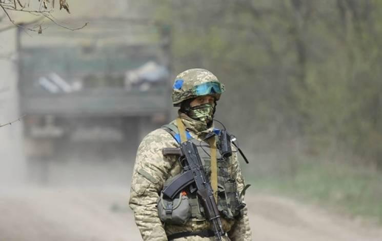 На Донбасі бойовики гатять поблизу п'яти…