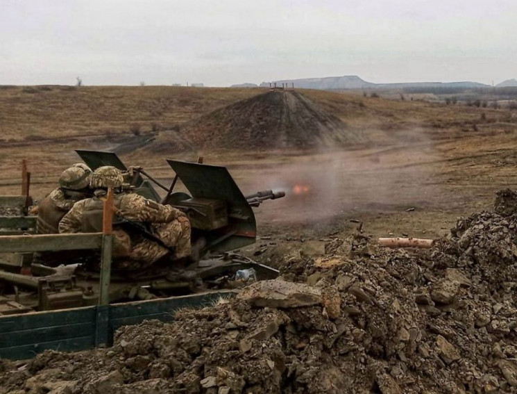 На Донбассе боевики 15 раз обстреляли по…