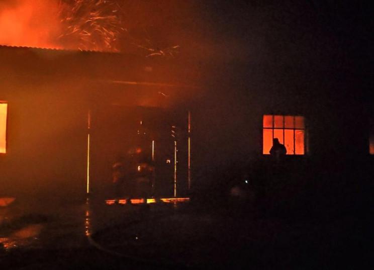 На Одещині спалахнули склади…