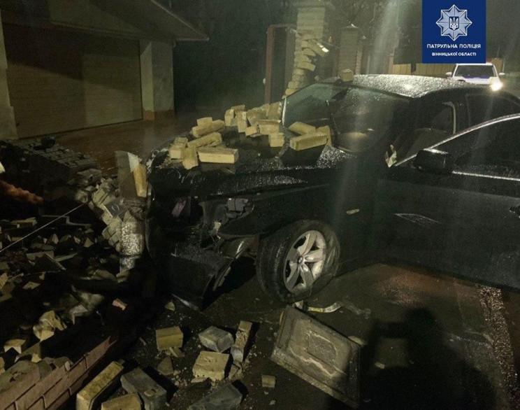 У Вінниці п'яний водій BMW розтрощив пар…