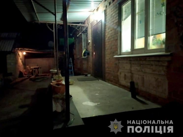 На Дніпропетровщині молодик із ножем уві…