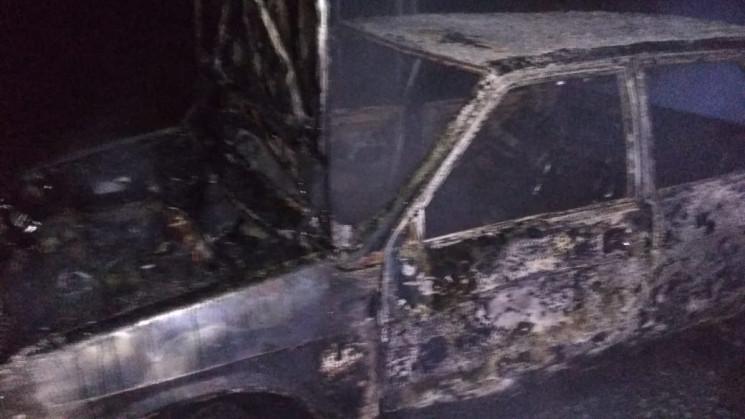 У Херсоні під час руху спалахнула автівк…