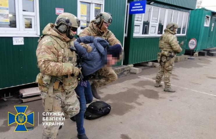 На границе с Россией контрразведчики зал…