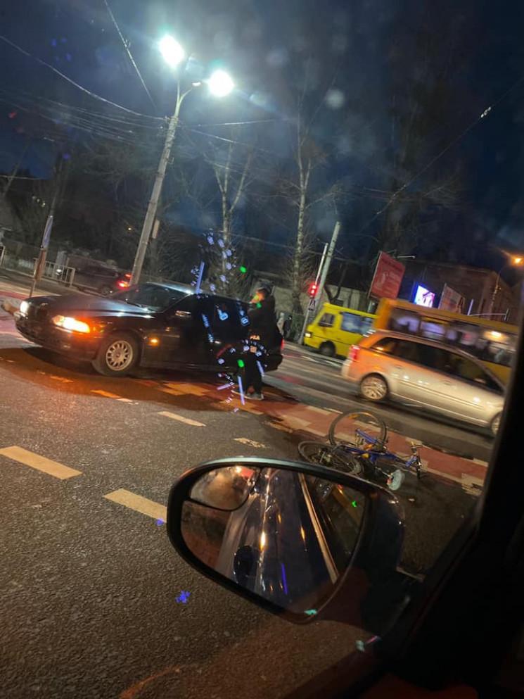 У Львові автомобіль збив велосипедиста (…