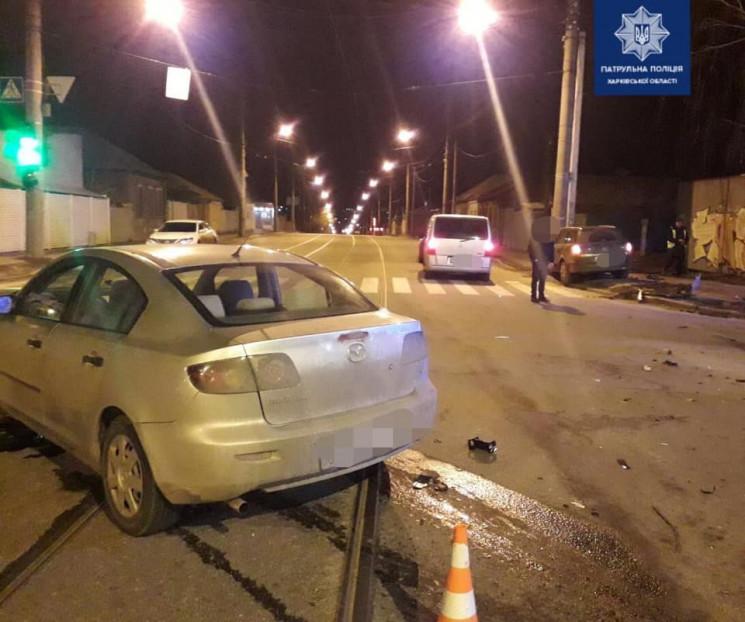 """В Харькове водитель Mazda """"толкнул"""" Opel…"""
