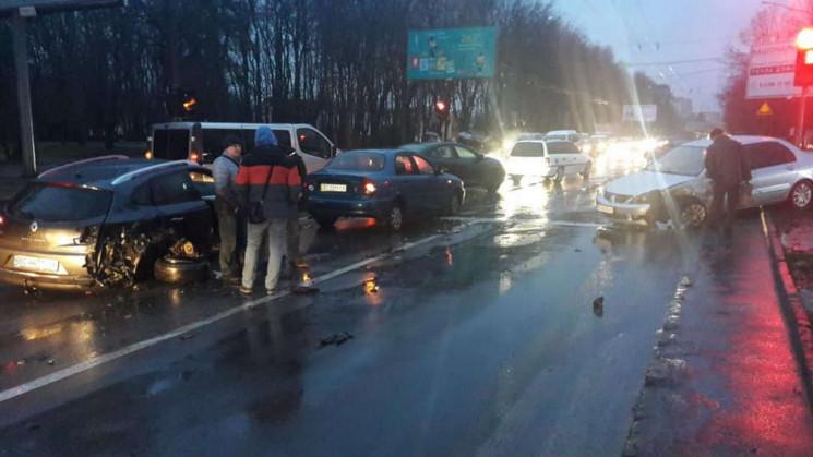 У Львові зіткнулися кілька автомобілів (…