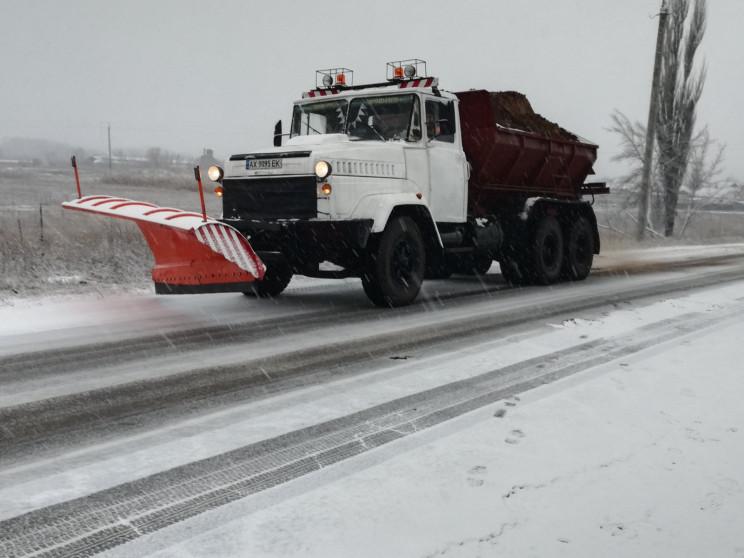Снегопад на Харьковщине: Дорожники расск…