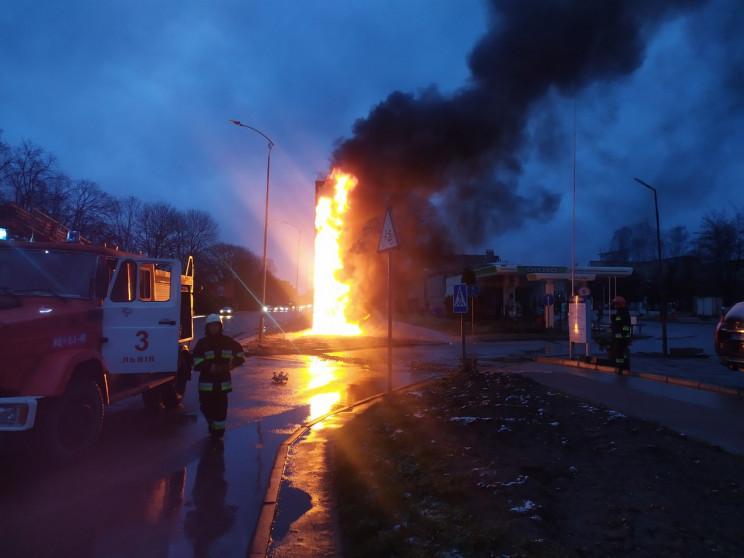 З'явилися подробиці пожежі на заправці у…