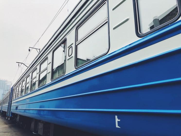 Через ремонт на перегоні Львівська заліз…