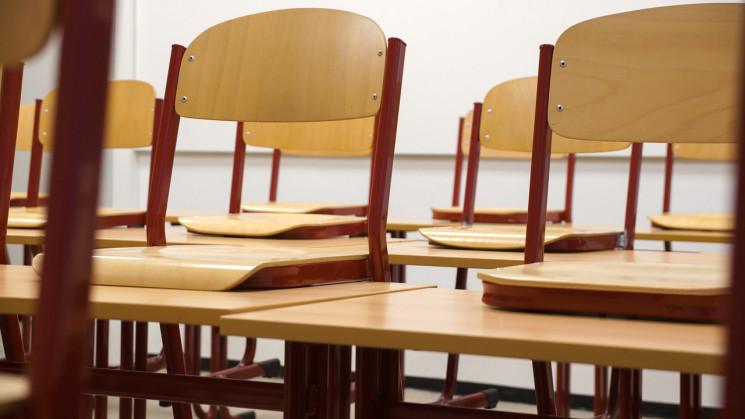 Кількість шкіл, закритих на карантин на…