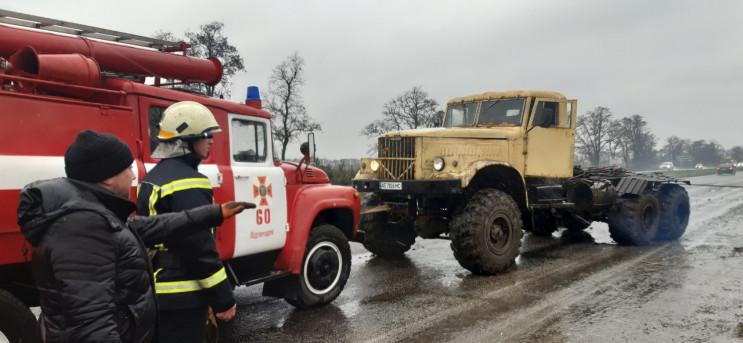 """Под Днепром грузовик """"утонула"""" в грязи…"""