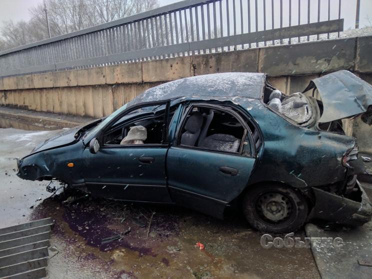 У Кам'янському автомобіль впав з мосту…
