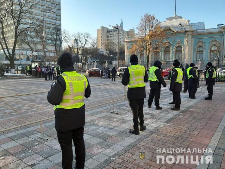 Центр Києва оточили вибухотехніки, поліц…