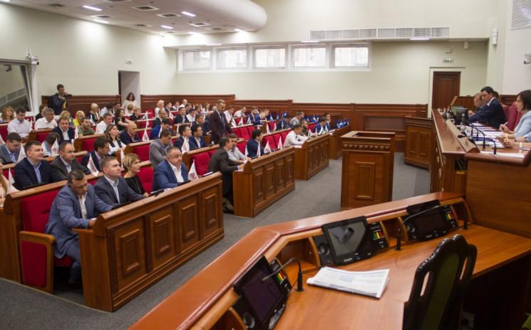 Попрацювали всього годину: Депутати Київ…
