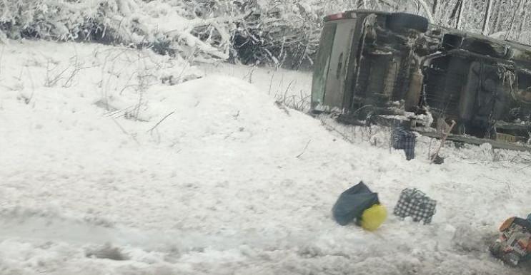 """Біля """"КПВВ """"Майорське"""" перекинулася марш…"""