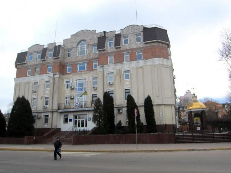 У Кропивницькому поблизу прокуратури зби…