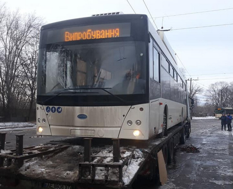"""""""Космический"""" троллейбус в непогоду прео…"""