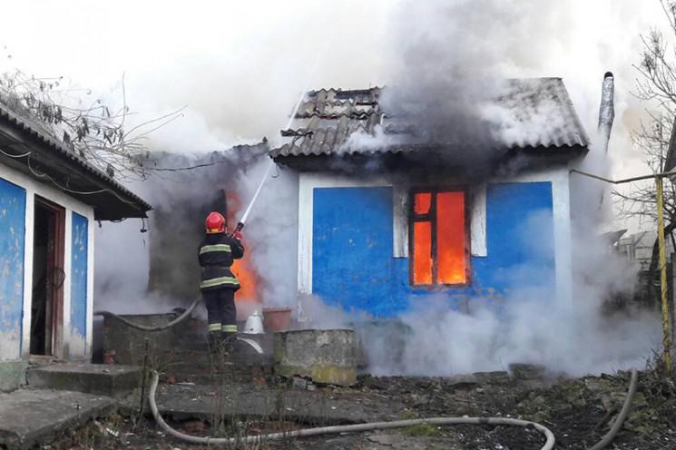 У Довжку на Кам'янеччині палав будинок…