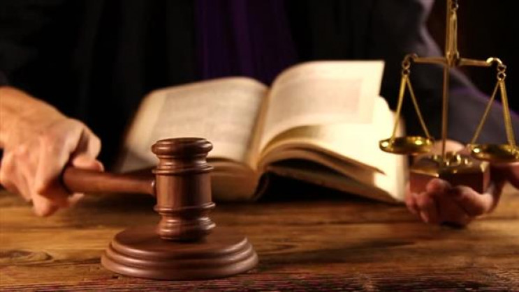 У Золочеві судитимуть чоловіка за хабар…