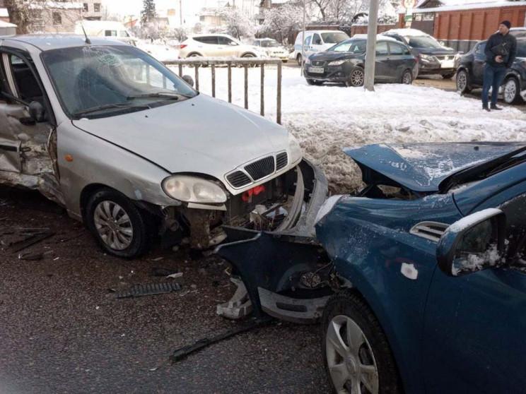 В Днепре легковой автомобиль протаранил…