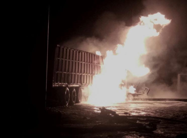 На Херсонщине грузовик влетел в газозапр…