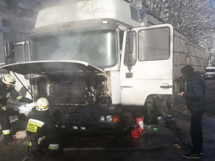 В Днепре на дороге вспыхнул грузовик…