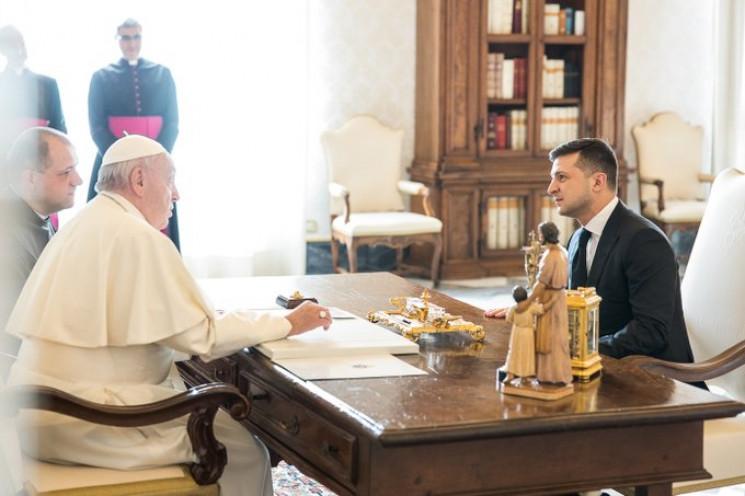 Зеленський запросив Папу Римського на До…