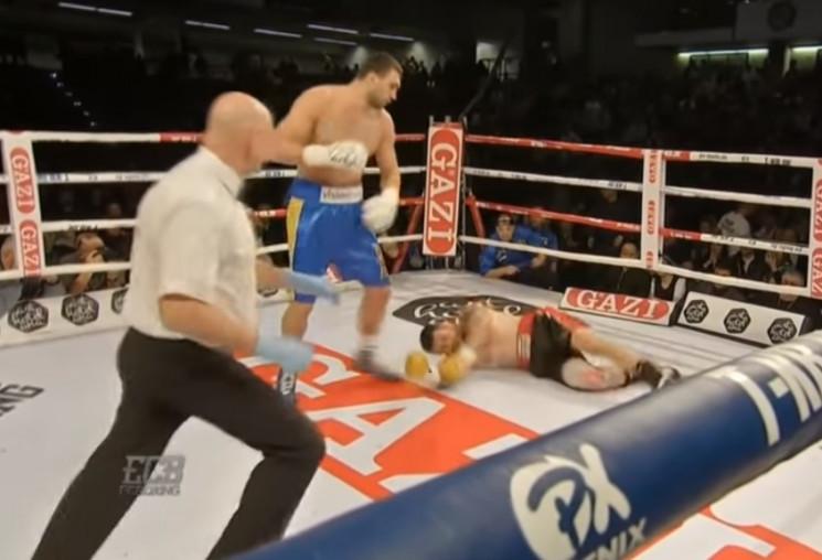 Український боксер в першому раунді нока…