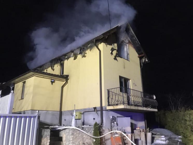 Дві пожежні команди боролися із пожежею…