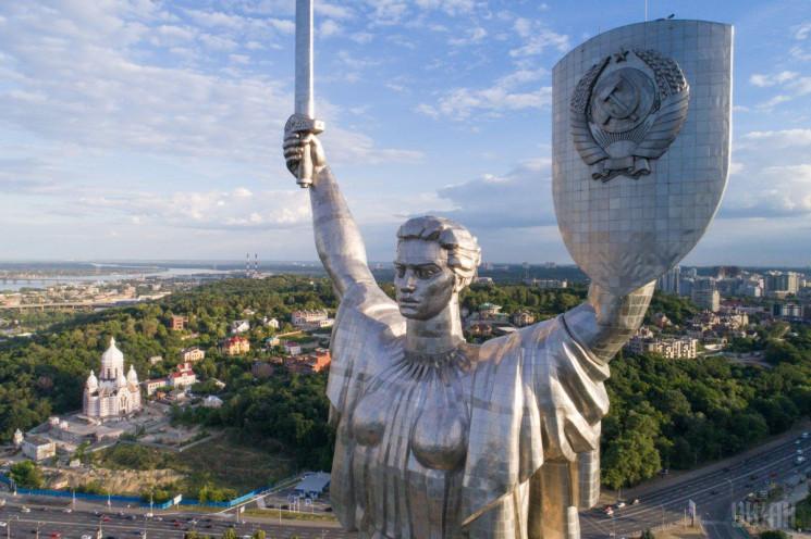 Дробович хочет убрать герб СССР с памятн…