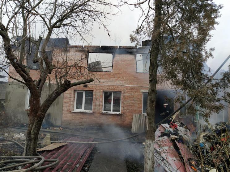 На Кропивниччині згорів двоповерховий бу…