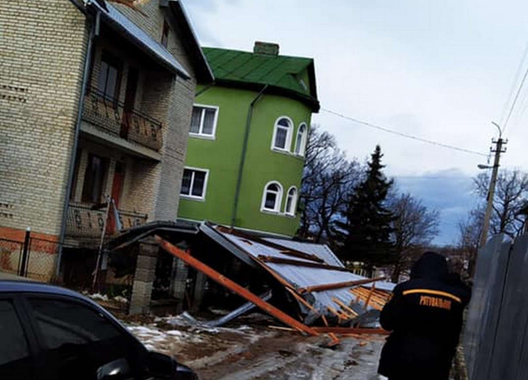 Сильний вітер наробив біди у Бориславі (…