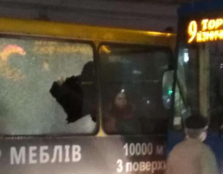 У Львові зіткнулися трамвай і маршрутка…
