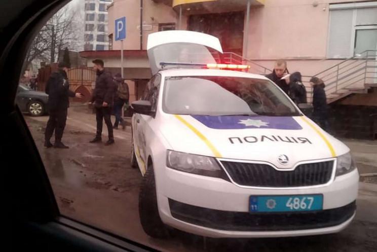 У Львові Lexus вдарив автомобіль поліції…