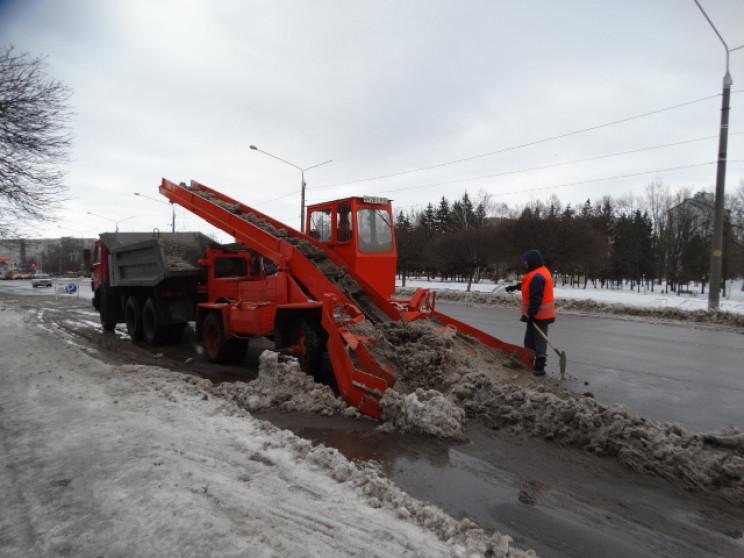 Як у Сумах дороги розчищають від снігу…